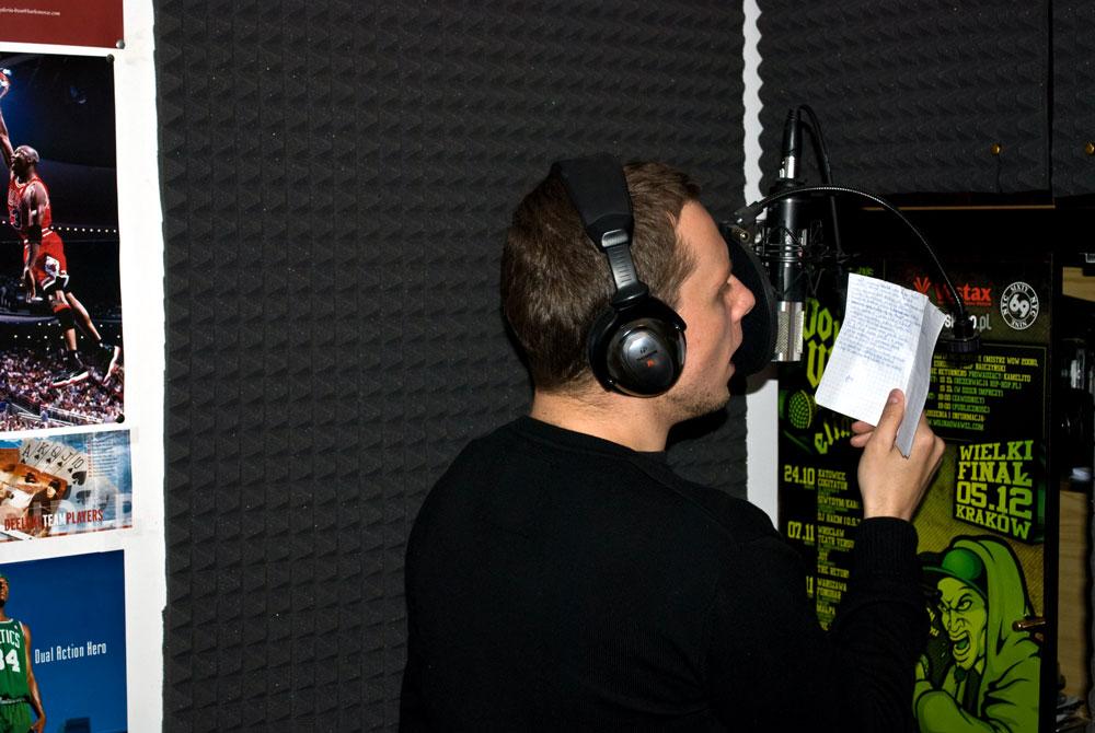 """W trakcie sesji nagrywkowej na projekt """"Ludzie Szy"""" (16.04.2011)"""